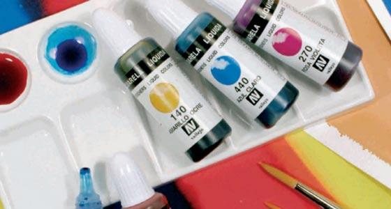 Detalla de la amplia gama de colores disponibles de esta acuarela líquida Vallejo.